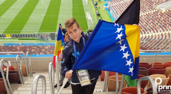 football_FIFA World Cup 2018_Aiman Semdin nosice zastavu BIH veceras